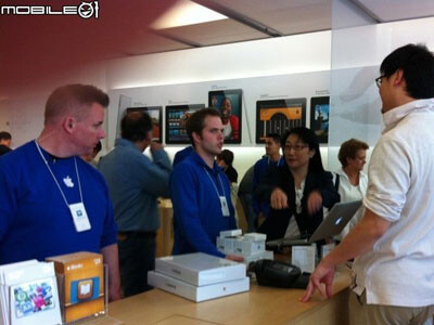 HTC co-founder shopping big at an Apple Store