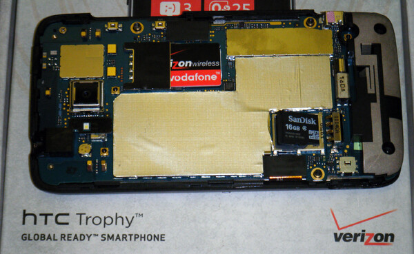 Teardown reveals the HTC Trophy's microSD card slot