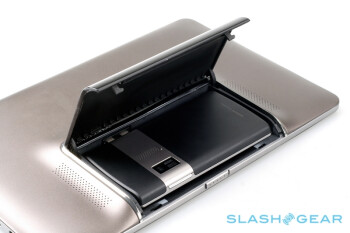 Full photo session of the Asus PadFone leaks out, including the handset compartment