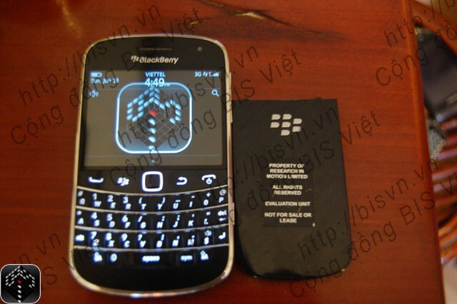 The BlackBerry Bold 9900 combines a touchscreen with an outstanding QWERTY keyboard - BlackBerry Bold 9900 shows up on video in Vietnam