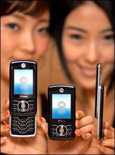 Motorola introduces RAZR Z slider phone
