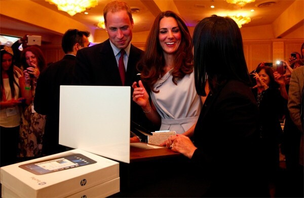 The royal couple gets to play with the HP TouchPad ...