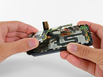 Motorola DROID 3 teardown reveals juicy hardware & tough disassembly process