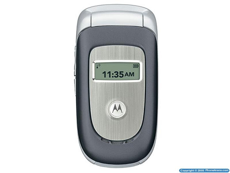 Motorola unveils two clamshell cellphones at the 3GSM