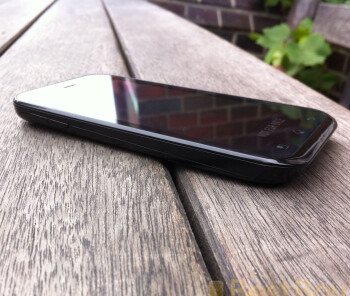 LG Optimus Sol leaks on the web in a full-fledged photo shootout