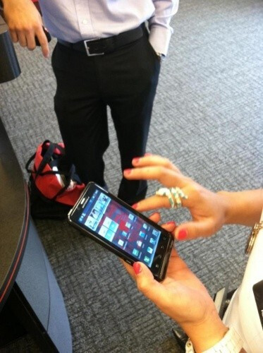 The Motorola DROID Bionic at home in a Verizon store with the optional webtop dock (R) - A picture of the Motorola DROID Bionic in a Verizon store