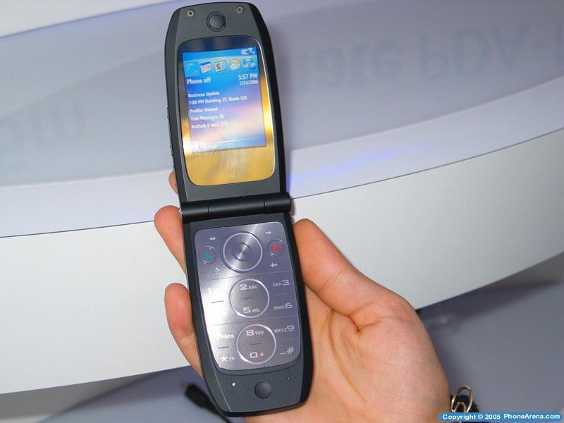 Qtek unveils its first clamshell EDGE music phone - 8500