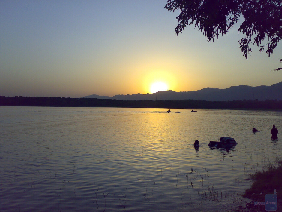 12. manee - Nokia N73Rawal lake, Islamabad, Pakistan - Cool images, taken with your cell phone #11