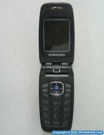 FCC' site shows unannounced tri-band Samsung SGH-Z220