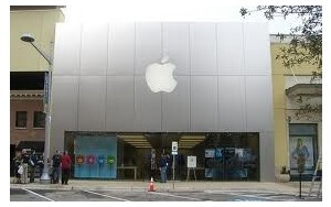 The Apple Store at the Domain mall in Austin Texas - Sprint reportedly setting up equipment to boost its signal inside an Apple Store, hints at 4G