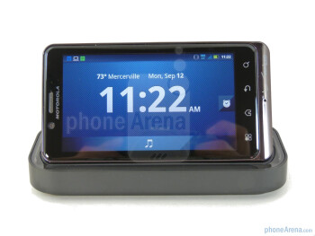 Motorola DROID BIONIC Standard Dock Hands-on