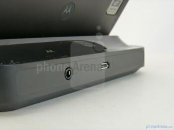 Motorola DROID BIONIC Standard Dock Hands-on