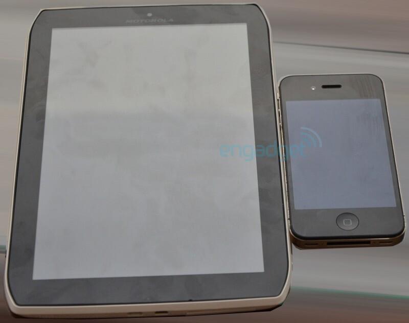 8.2-inch slim Motorola Xoom 2 Media Edition surfaces, compared with its bigger Xoom 2 sibling