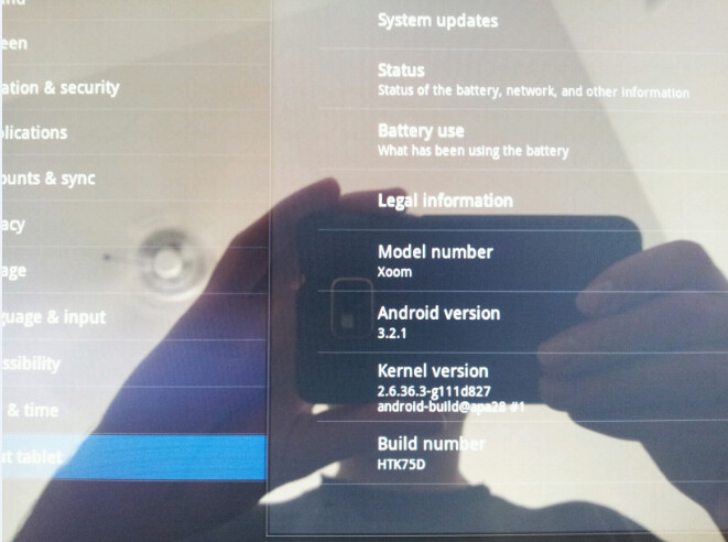 """An update to the Motorola XOOM brings a """"phone-like"""" Android Market to the tablet - Motorola XOOM Wi-Fi update brings phone-like Android Market to the tablet"""