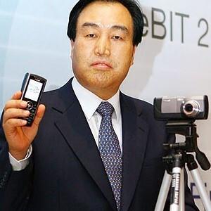 Samsung unveils a 10 mega pixels cameraphone - SCH-B600