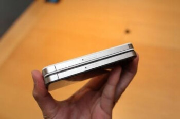 Apple iPhone 4S gets stacked with an iPhone 4, Samsung could sue on the antenna design