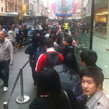 Apple iPhone 4S launch in Australia formed lines in front of the Apple Stores