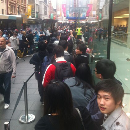 Apple iPhone 4S launch in Australia formed lines in front of the Apple Stores - Apple fans forming lines again to get the iPhone 4S first, iOS 5 and iCloud launch turbulent