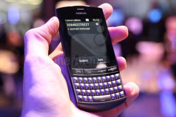 Nokia Asha 303 sports a 1GHz processor, QWERTY keyboard and a touchscreen