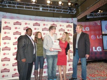 16-year-old Wisconsin native wins LG's Texting Championship and nabs $50,000