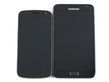 The Samsung Galaxy Nexus vs the LG Optimus 3D (left) and the Samsung Galaxy Note (right)