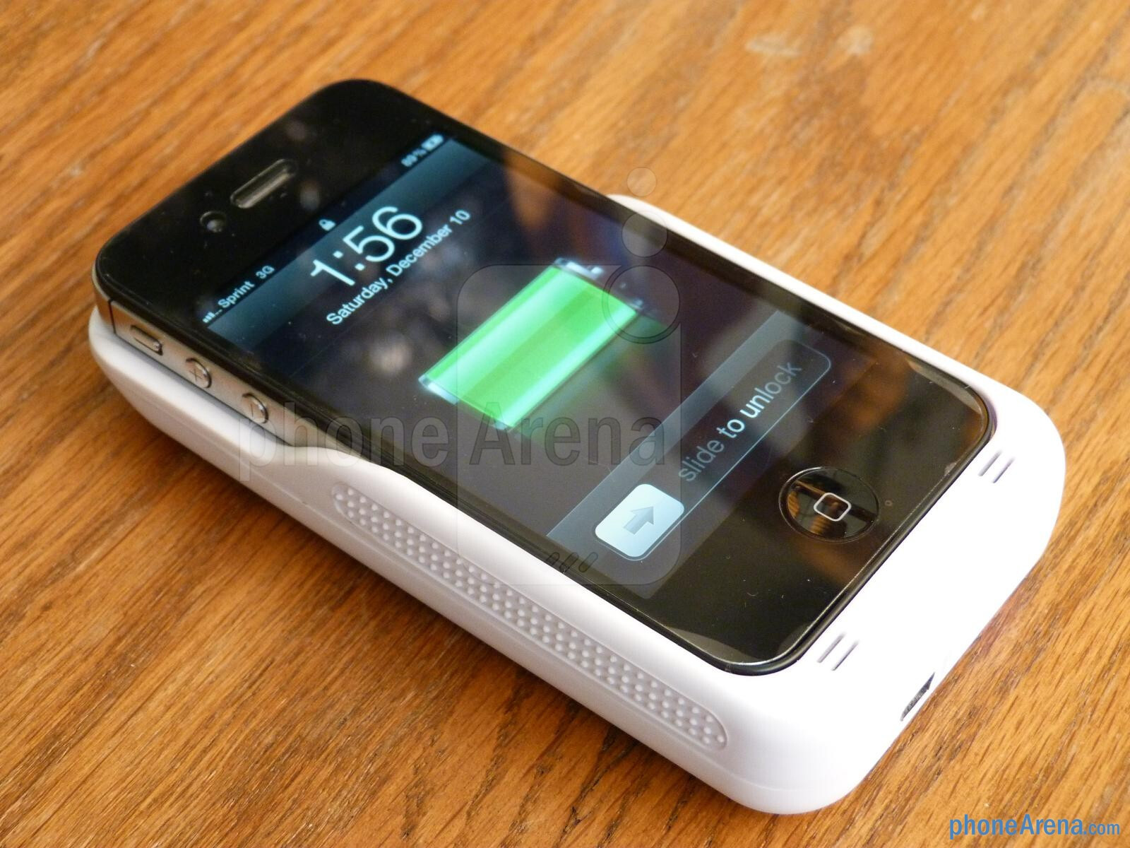 iSolarPlus Solar Powered Charger Case hands-on : PhoneArena reviews