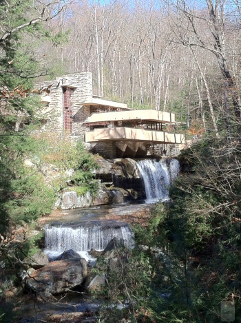 1. Aaron Hofmann - Apple iPhone 4Frank Lloyd Wright's Fallingwater