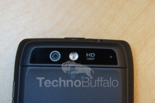 Pictures+of+the+Motorola+DROID+4+dummy+show+off+dimensions+of+the+device
