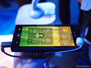 Lenovo K800 hands-on