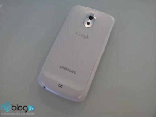 Samsung+GALAXY+Nexus+looks+like+it+has+seen+a+ghost