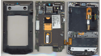 BlackBerry Porsche Design P'9981 gets a tear down courtesy of the FCC