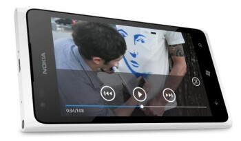 Nokia accidentally leaks an international white Lumia 900?