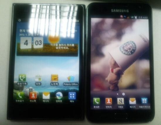LG Optimus Vu (L) meets the Samsung GALAXY Note (R) - LG Optimus Vu pictured with fellow phablet Samsung GALAXY Note