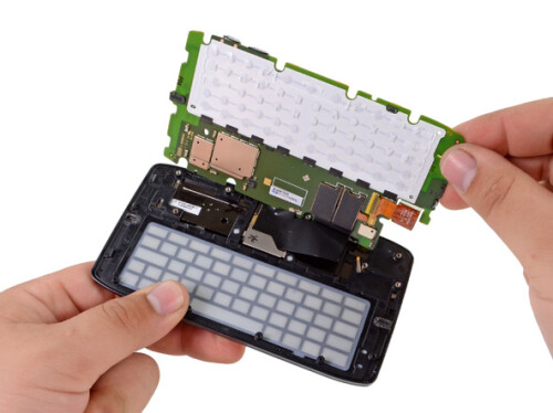 Motorola+DROID+4+fileted+like+a+fish+by+iFixit