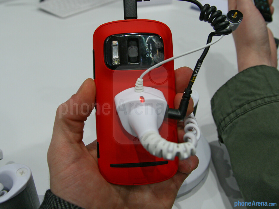 Nokia 808 PureView does't feel as premium as the N8 - Nokia 808 PureView Specs Review