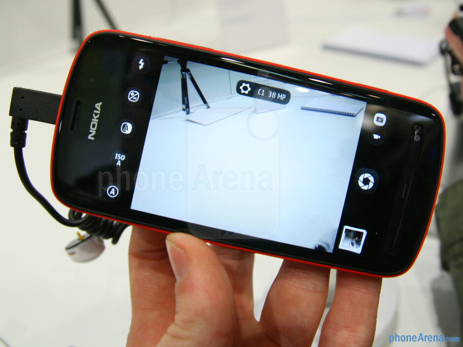 The Camera app is very simple to use - Nokia 808 PureView Specs Review