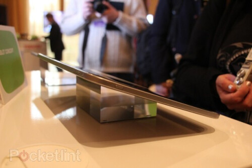 Toshiba+shows+off+13.3+inch+tablet+concept+to+be+powered+by+NVIDIA+Tegra+3