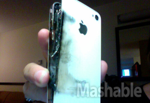 Apple+iPhone+4+allegedly+catches+on+fire+while+charging+overnight
