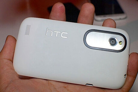 HTC Wind, 5MP rear camera with LED flash