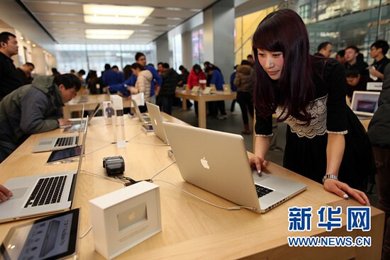 """Apple Girl Chunli Fu at the Sanlitun Apple Store - """"Apple Girl"""" who downloaded the 25 billionth app from the App Store, collects prize in Beijing"""