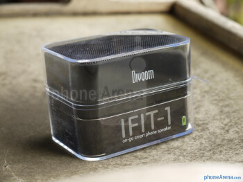 Satechi iFit-1 Portable Rechargeable Speaker Stand hands-on