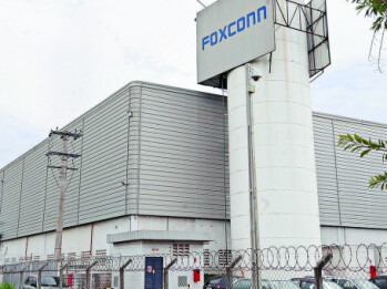 The Foxconn plant in Jundiai and a map showing Avenida Steve Jobs