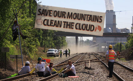 Protesters arrested after blocking train carrying coal for Apple