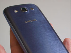White blotches on the back cover of the pebble blue Samsung Galaxy S III were behind the destruction of 600,000 back covers and a delay in the launch of the model