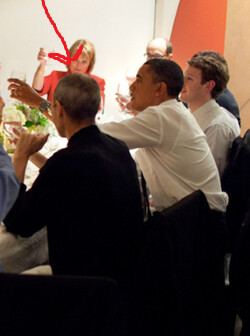Steve Jobs sits next to the President at Silicon Valley dinner