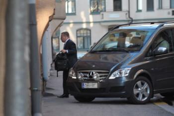 Elop arriving home