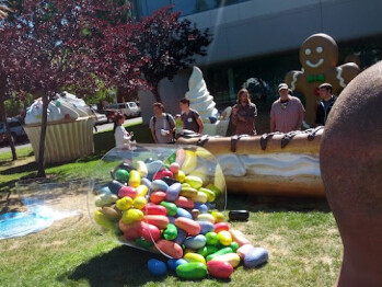 And behold, a Jellybean statue appears at the Googleplex!