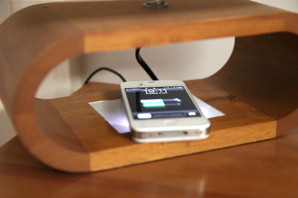 iphone 4s mod adds built in wireless charging. Black Bedroom Furniture Sets. Home Design Ideas