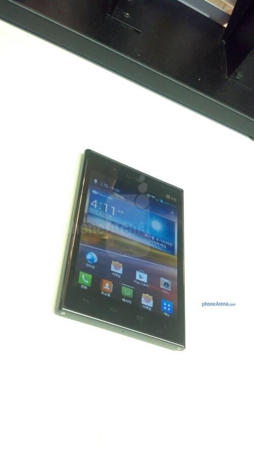 Verizon-branded LG Optimus Vu images