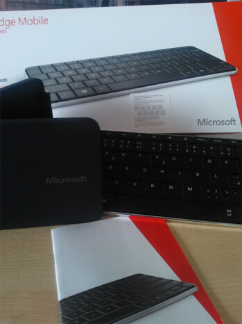 Windows 8 Wedge mobile keyboard spotted: compact, works over Bluetooth